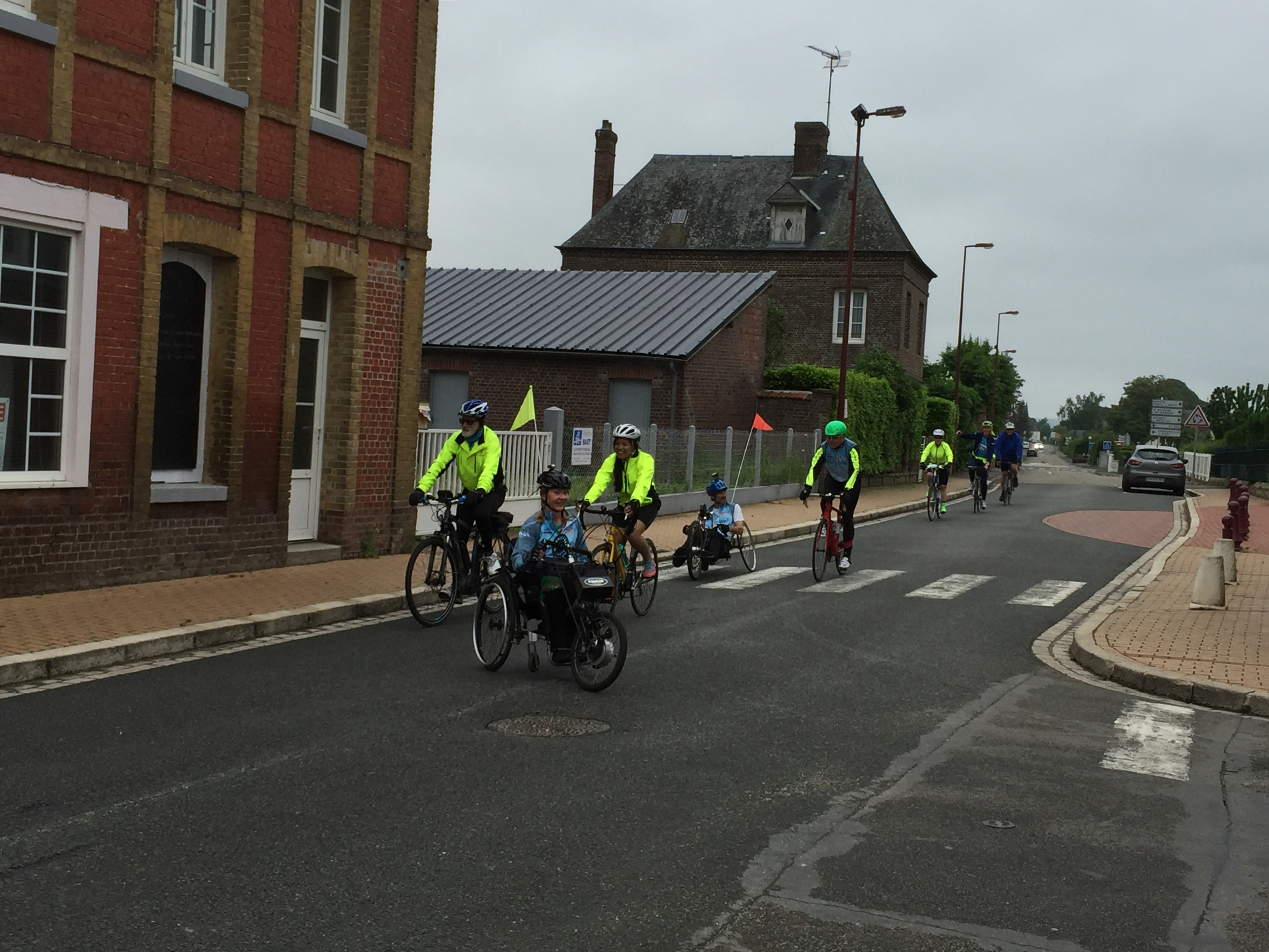 Cyclists and handcyclists in France