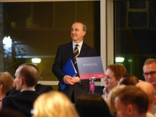 Rob Nothman hosting the Manchester Sports Quiz Dinner 2015