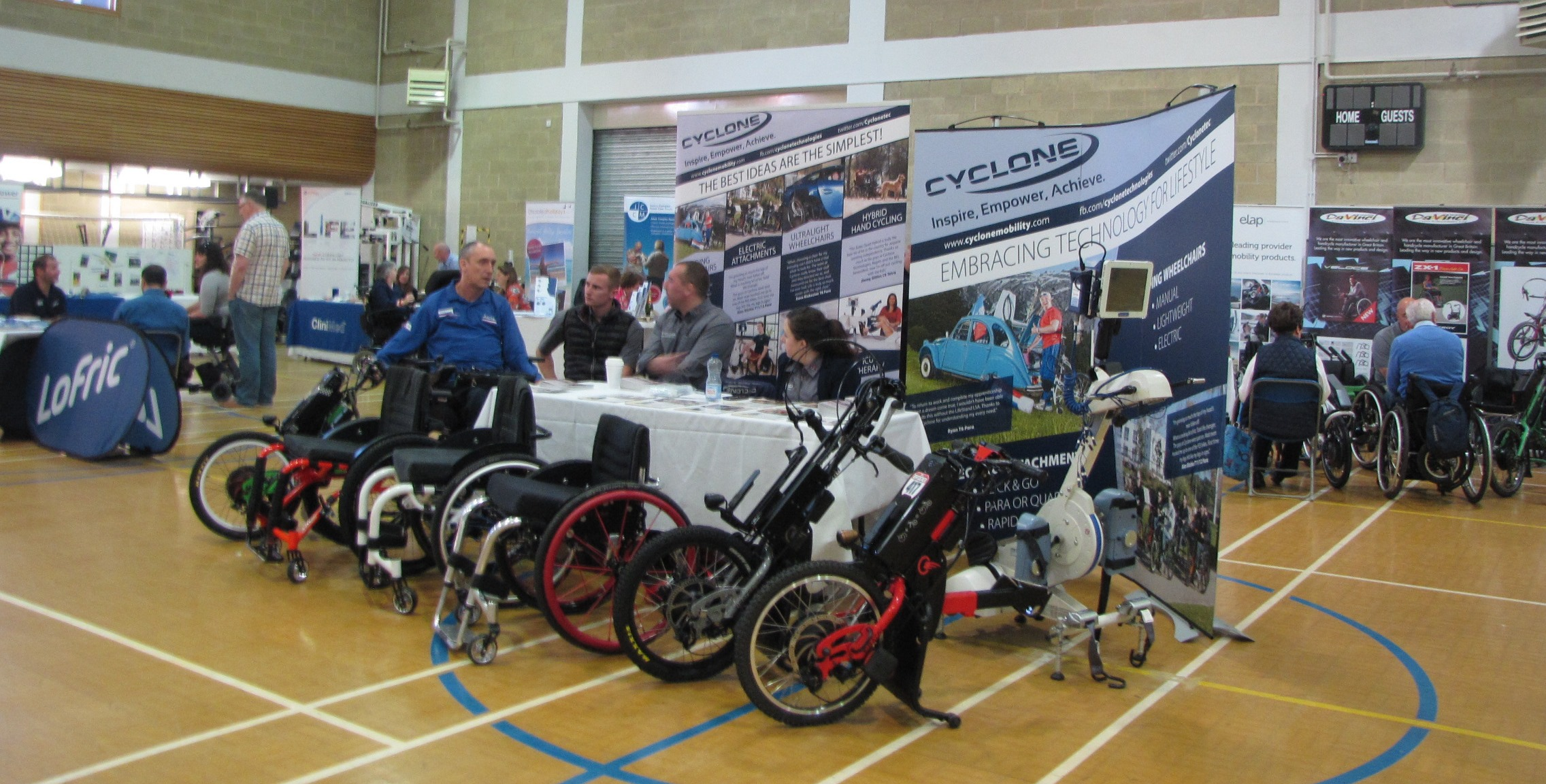 Visitors & exhibitors at the Spinal Day