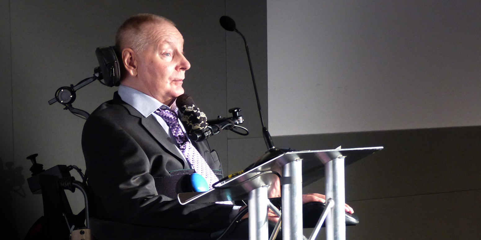 Jerry speaking at Sports Quiz Dinner Manchester in 2015